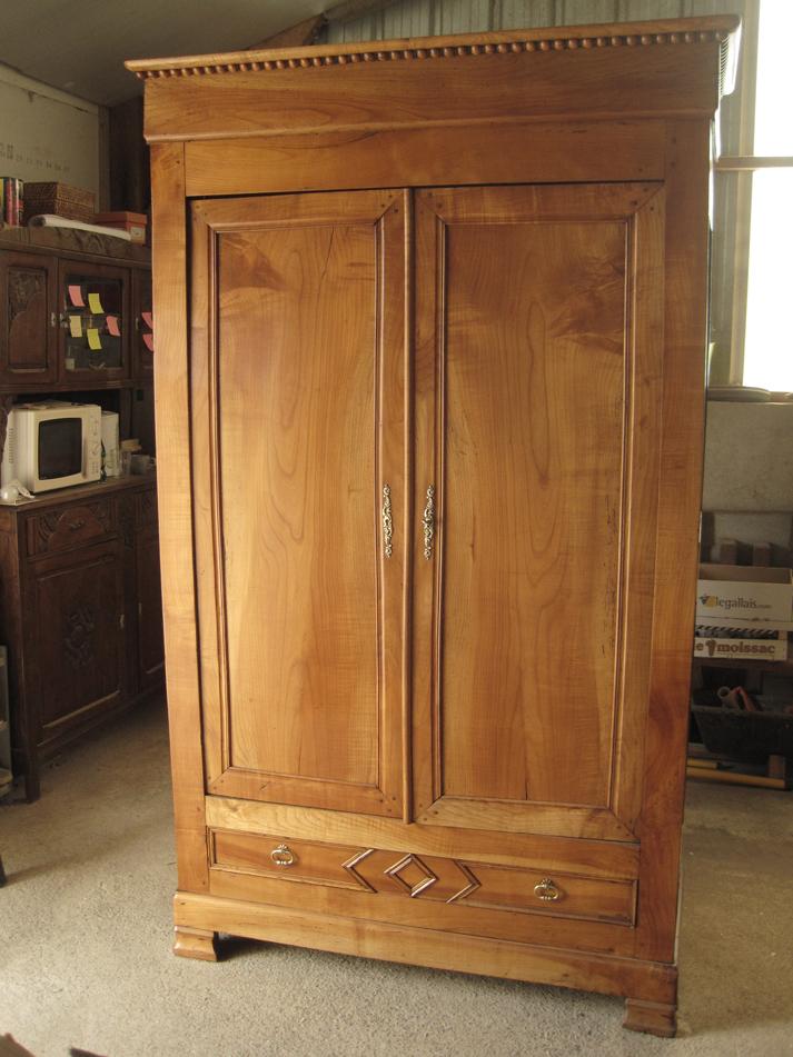 Armoire merisier lignes d 39 art restauration de meubles - Cerusage de meuble ...