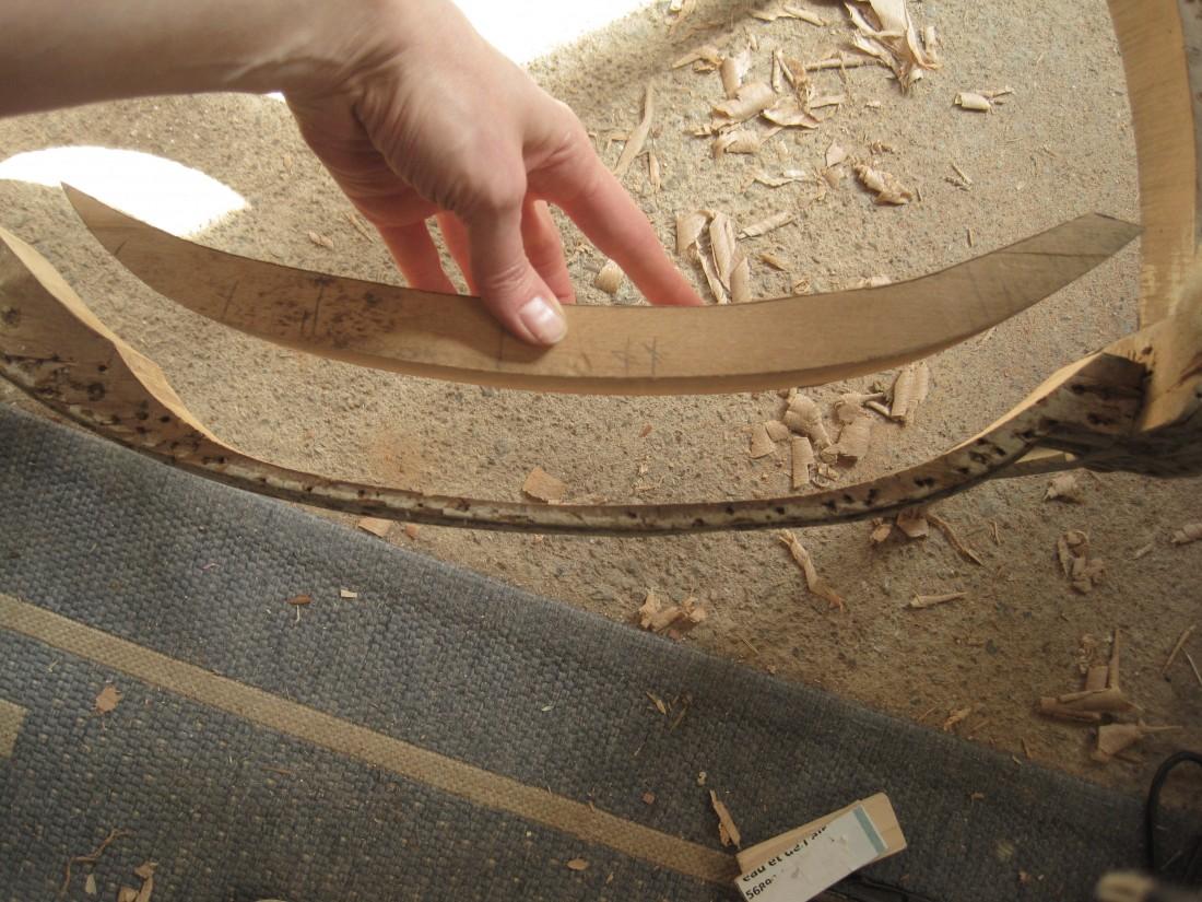 greffe en bois sur un fauteuil - restauration meubles anciens
