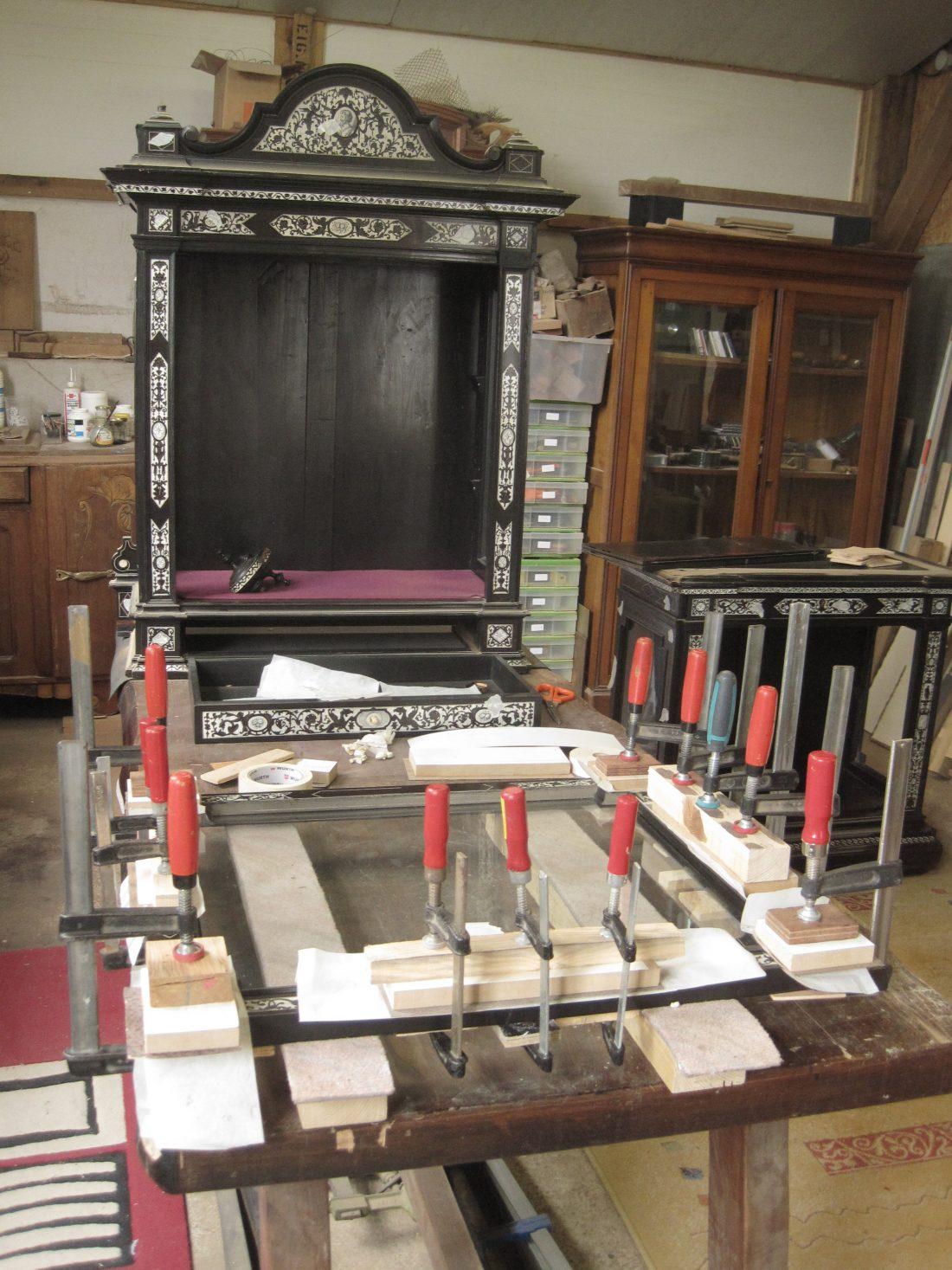 vitrine lignes d 39 art restauration de meubles. Black Bedroom Furniture Sets. Home Design Ideas